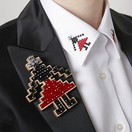 Broche fille (jupe rouge) 2